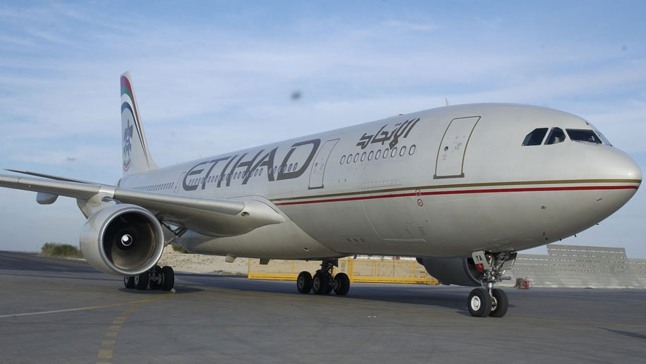 Etihad showcases Dreamliner at Indian Aviation show
