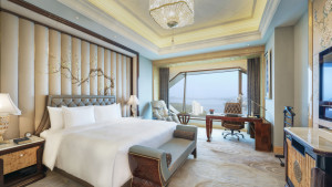Wanda Reign Wuhan Executive Deluxe Lakeview room