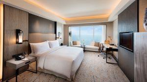 Deluxe King Bay View Room - Conrad Manila
