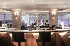 No1 Lounge Gatwick North Island-bar-916