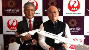 Japan Airlines and Vistara - Tadashi Fujita,Executive Vice President,Japan Airlines with Phee Teik Yeoh ,Chief Executive Officer,Visttara, at the MoU Sign for Commercial cooperation