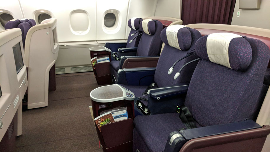 flight review malaysia airlines a380 business class. Black Bedroom Furniture Sets. Home Design Ideas