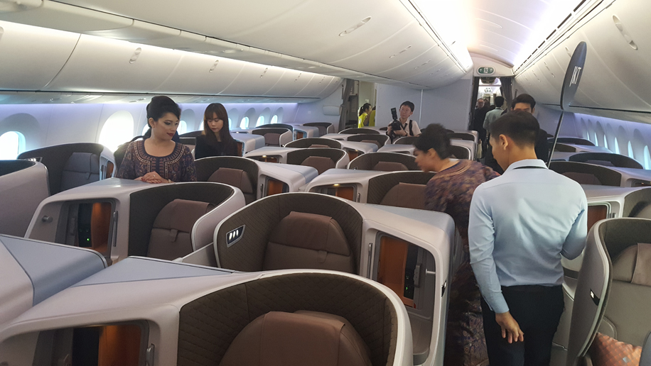 Singapore Airlines' Boeing 787-10 Dreamliner regional business class