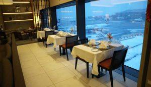 Singapore Airlines first class lounge Dining-area