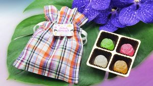 Thai Airways' Songkran desserts with Pa-Kao-Ma pouch