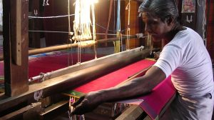 a weaver weaving a Kanchipuram silk sari