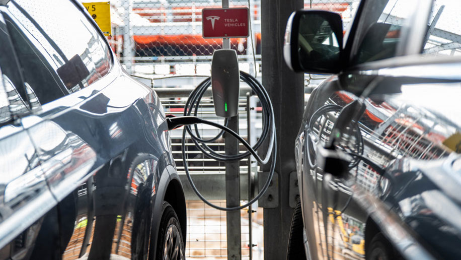 Luton Mid Term Parking >> Luton Airport trials reduced drop-off charge for electric ...