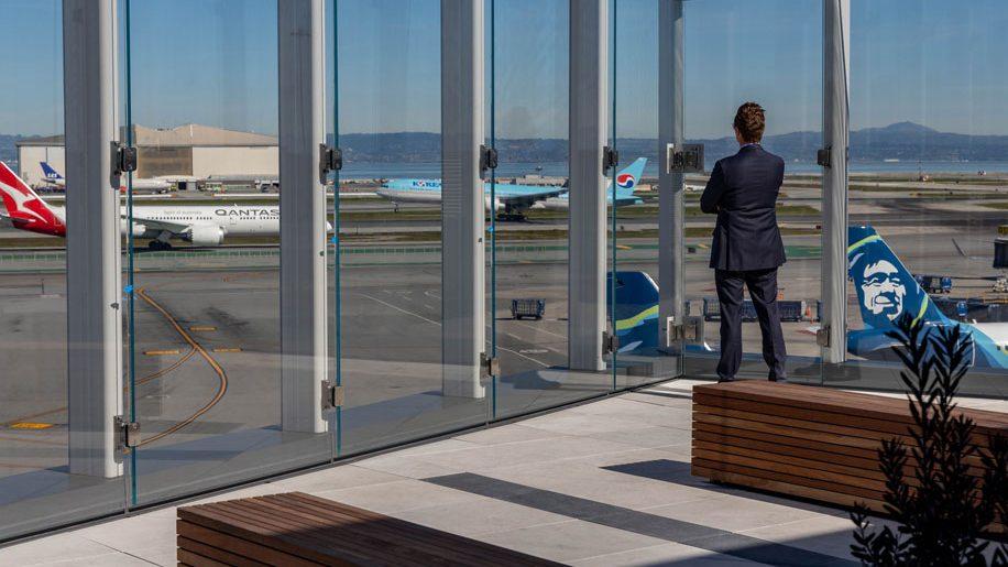 Aeroporto de São Francisco abre terraço ao ar livre e deck de observação