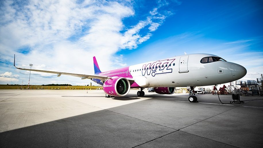 The Big Picture Wizz Air Takes Delivery Of First A320 Neo Business Traveller