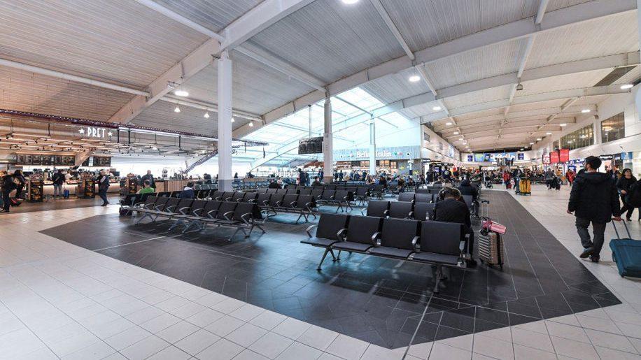 「Luton airport」の画像検索結果