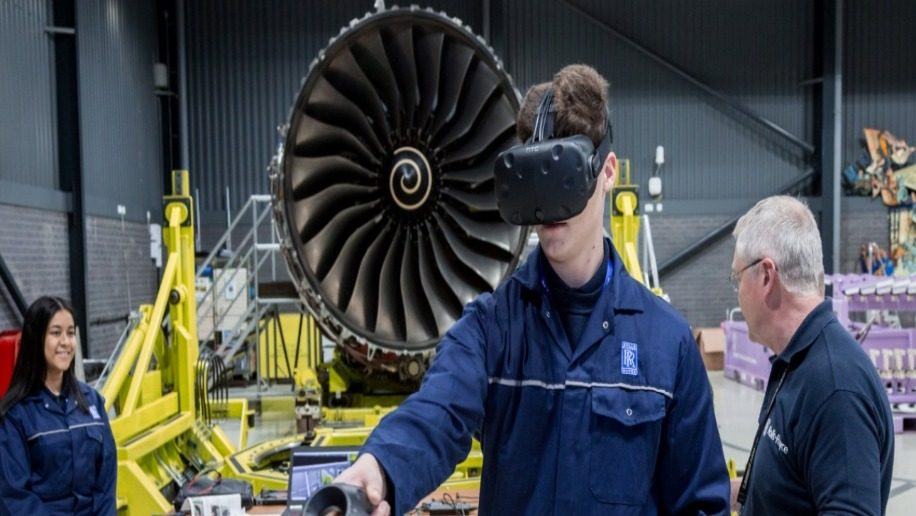 Qatar Airways and Rolls-Royce to test new virtual reality training tool