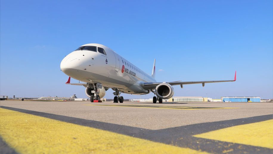 Easyjet to fly Embraer E190 aircraft this summer