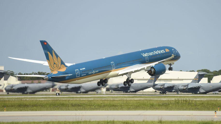 Vietnam Airlines receives its first Boeing 787-10 Dreamliner